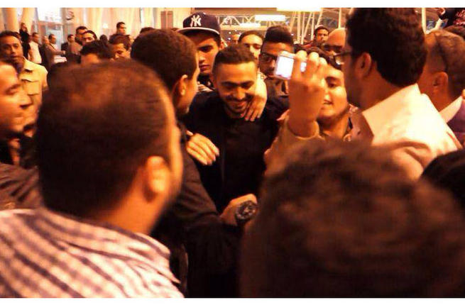 Tamer_Hosny_sheds_tears_at_Cairo_International_Airport_fb