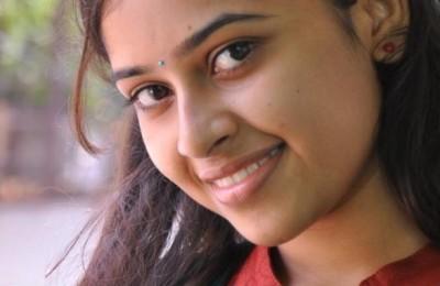 Sri-Divya-Photo-586x881